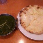 ナマステ食堂 - サグチキン(1辛)&チーズナン