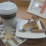 洋菓子処 伸 - 紅茶のカップが大きいでしょ?