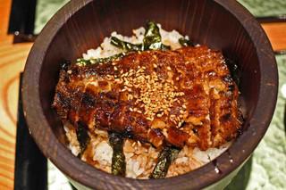 大阪うなぎ組 - 鰻の表面がカリッと焼かれてます。