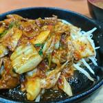 餃子の王将 戎橋店 - ホルモンとキムチのジュウジュウ焼き