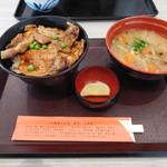 79404372 - とん汁と豚丼のセット 920円+140円