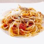 79404935 - パスタ 3種類から選択した、ポルケッタとマイタケの                       トマトソース。ポルケッタは豚バラ肉を細かくカットしたものだそう。