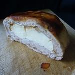 パン工房 ブランジェリーケン - 味噌と胡桃のベーグル(断面)