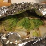 日本酒バー オール・ザット・ジャズ - 魚とキノコ・白菜のホイル焼き(メニュー名不明)
