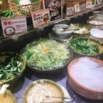 しゃぶ葉 - お野菜のブュッフェ台はこんな感じ。補充もこまめ。