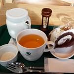 カフェ&バー プロント - 料理写真:グリーンルイボスティー ストロベリーズコットロール