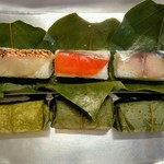 79411098 - 金目鯛と鮭と鯖の柿の葉寿司