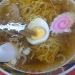 新駒 - 料理写真:じんわり美味いスーブとぱっつん低加水麺