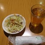 金満園 - サラダ・ウーロン茶
