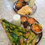 インド&ネパール料理 ゼニエム - ほうれん草ナンがいい感じ