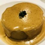 赤白 - コンソメで柔らかく炊いた大根のポルチーニ茸のクリームソースがけ
