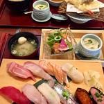 鮨・海鮮料理 波奈 - 奥はランチ波奈御膳 手前  にぎり 雪  お椀 サラダ  茶碗蒸し付き