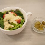 シンゴカレー - サラダ、ピクルス