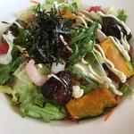 ガスト - 「海老と10種の野菜のサラダうどん」(税抜599円、566kcal)