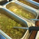 79425696 - さっぱりスープ三種+トムヤムクンなどの辛みスープ2種