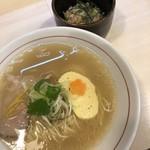 ラーメン ノボリザカ - 料理写真:鯛だしラーメン 690円と鯛めし 150円