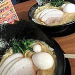 横浜家系ラーメン 久米川商店 - MAX¥900 のり増し¥100(手前) 大盛¥100(奥)
