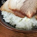 横浜家系ラーメン 久米川商店 - on the rice! zoom!