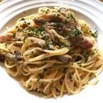 ぷらっトリア - きのことベーコンのペペロンチーノ