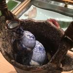 鮨 割烹 福松 - 熱燗はこんな素敵な容器で