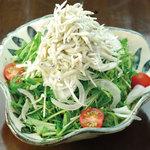 森ノ宮応援酒場 菜蔵 - 釜揚げしらすの 青じそサラダ