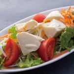 森ノ宮応援酒場 菜蔵 - トマトと豆腐の ゴマドレサラダ