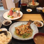 食堂 松月 - 生姜御飯、少し妻に食べられて居ます。 (//∇//)