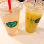 フルーツバー アオキ - ドリンク写真:ゆずレモンとパイナップルキウイ