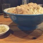 ラーメン ぬま屋 - 醤油ラーメンヤサイマシアブラマシニンニク別皿