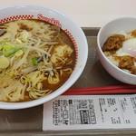 スガキヤ - コク旨ラーメンと牛すき焼き丼