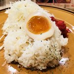 79444171 - ライスのほかトッピングの卵と福神漬
