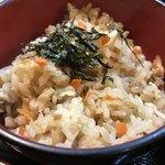 利根 - ☆とり飯。薄味の醤油風味に鶏の旨味が効いてます。さっぱりしてるので、鶏南蛮とよく合います。