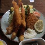 松の家 - 海老フライ3尾、アジフライ、ロースハム2枚       サラダ、パイナップル