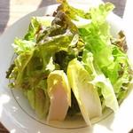 カフェ・ド・クレプスキュール - サラダも 新鮮