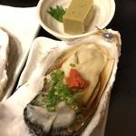 七伍屋 - 料理写真:冬の真牡蠣、濃厚で大きい!