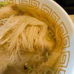 中村麺三郎商店 - 賛否の分かれるにゅうめんみたいな自家製麺は切り刃22番とのこと。1.36mmですね。今日もシルキーな舌触り。