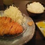 洋食かつ 兎 - もち豚ロース900円/ご飯セット400円税込