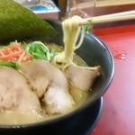 特製ラーメン 大中 本店 - ラーメンの麺