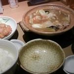 やよい軒 京都八幡店 - 豚肉と白菜のあんかけ鍋定食