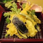 天ぷら やす田 - ネタは、インゲン・茄子・キス・海老に春菊