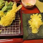天ぷら やす田 - こう見ると海老、大きく見えませんか?
