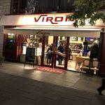 ブラッスリー・ヴィロン - お店の外観です 19時過ぎでも混んでいます