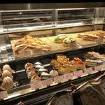 79459499 - ケーキ&サンドウィッチのショーケース