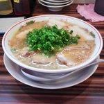 7946283 - 彦さくの背脂醤油ラーメン+チャーシュー肉増(2011.04)