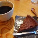 梵恩舎 - チョコケーキとコーヒー