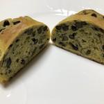 ガーデンハウス カフェ - 黒豆パン カット断面