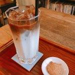 福丸珈琲 - アイスカフェラッテ 500円 付属の猫型クッキー