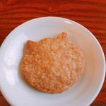 福丸珈琲 - コーヒーに付属した猫型クッキー