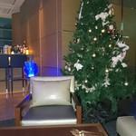 79465247 - クリスマスツリー飾ってました。
