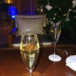 79465249 - スパークリングワインで乾杯♪